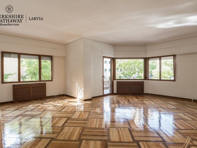 Luxury flat for rent in Jerónimos, Madrid