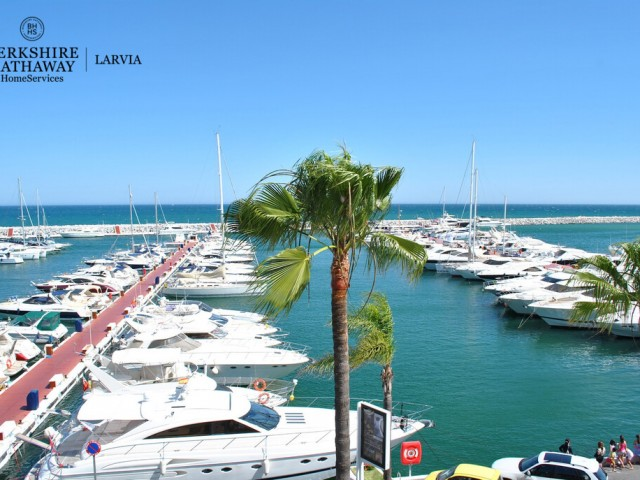 Penthouse for sale in Puerto Banus, Marbella