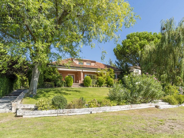 Luxury house for sale in Ciudalcampo, Madrid