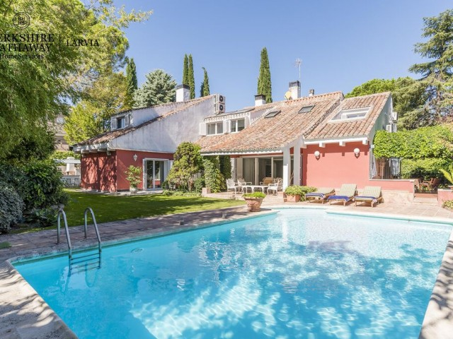 Luxury house for sale in Conde Orgaz, Madrid