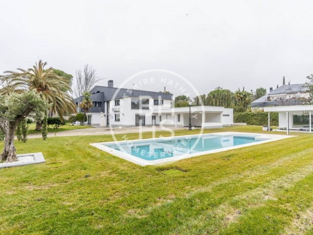 1310 sqm luxury house with pool for sale in Pozuelo de Alarcón