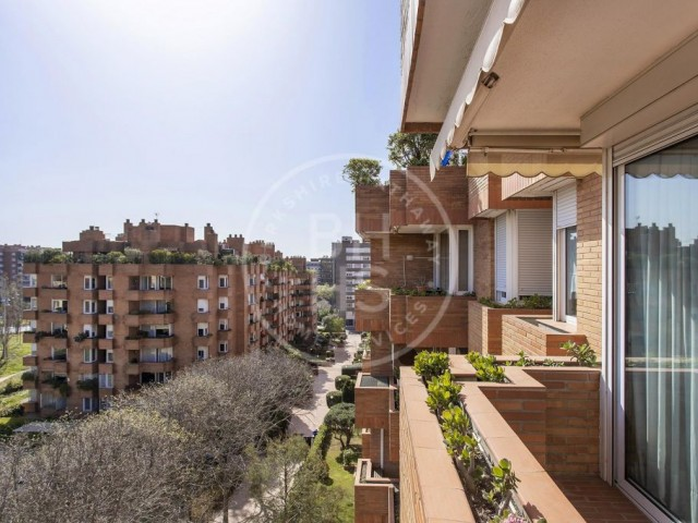 149 sqm flat with terrace for sale in Sarria, Barcelona